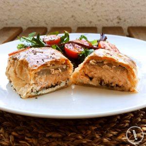Folhado de salmão recheado com espinafres e queijo